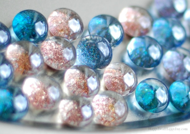 How To Make Glass Glitter Magnets #glitter #magnets #glassgems #dollarstore #dollartree