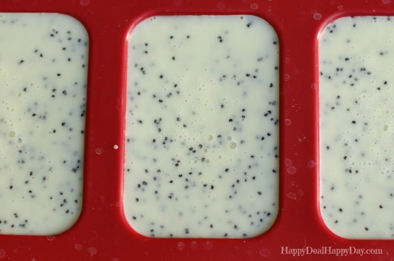 Lemon Poppy Seed Homemade Soap Recipe.  This is WAY Easier than you think it is = perfect DIY gift idea!!!  happydealhappyday.com