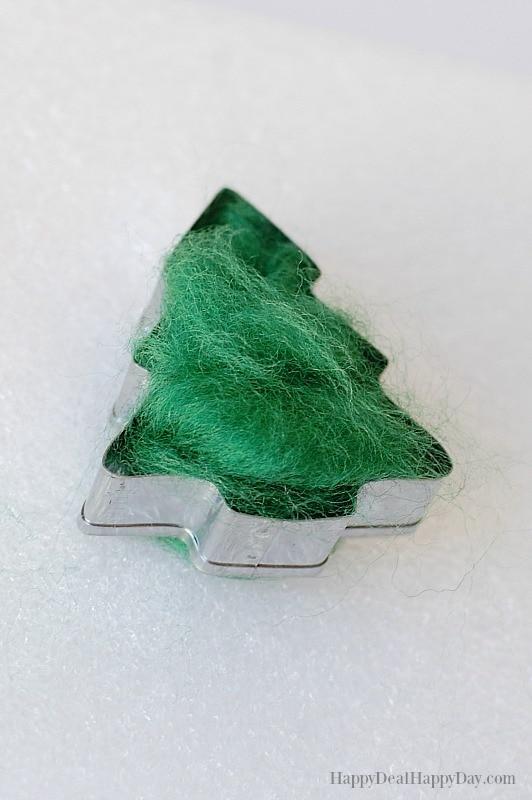 DIY essential oil diffuser ornament - wool in cookie cutter